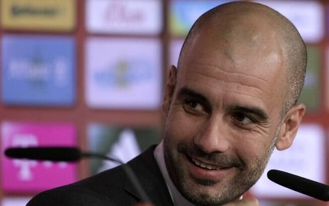 Pep Guardiola é só sorrisos na coletiva como  técnico do Bayern de Munique