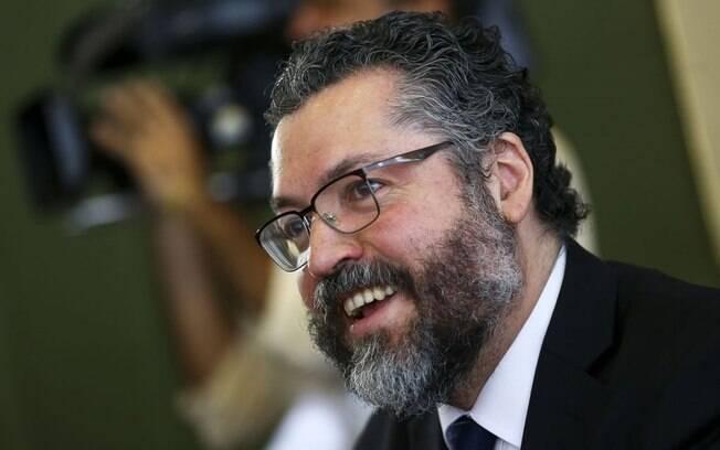 Comissão do Senado aprova convite para Ernesto Araújo falar sobre visita de Pompeo