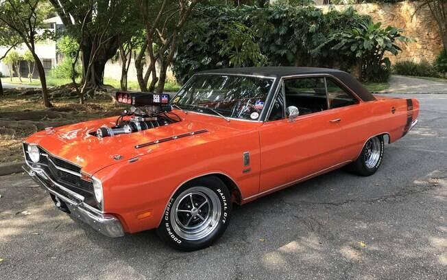 Dodge Dart laranja