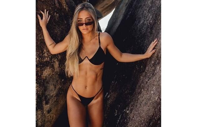 Bruna Griphao sensualiza de biquíni preto e tira o folego de seus amados seguidores do Instagram