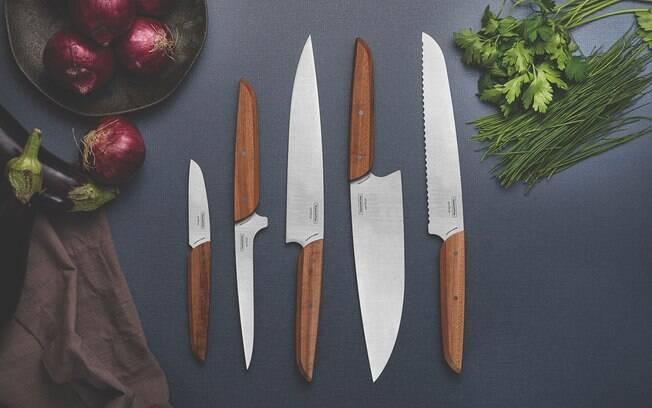 Faca de legumes, faca de desossa, faca de cozinha e faca de pão, em ordem