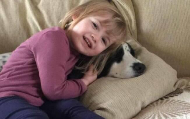 Faye Burdett, de 2 anos, foi internada e lutou contra a meningite por 11 dias, mas não resistiu