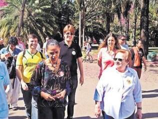 Caminhada. Marina Silva fez campanha ao lado da deputada federal Luiza Erundina