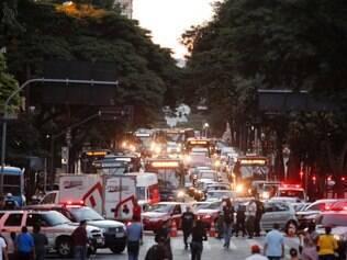 CIDADES. BELO HORIZONTE, MG.  TRANSITO  Manifestacao da greve geral dos servidores publicos de BH reune milhares de pessoas em caminhada sentido a prefeitura  FOTO: LINCON ZARBIETTI / O TEMPO / 14.05.2014
