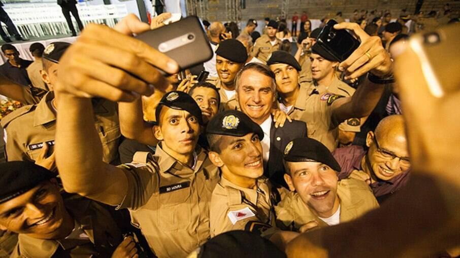 Aumenta o número de policiais que integram ambientes radicais e bolsonaristas