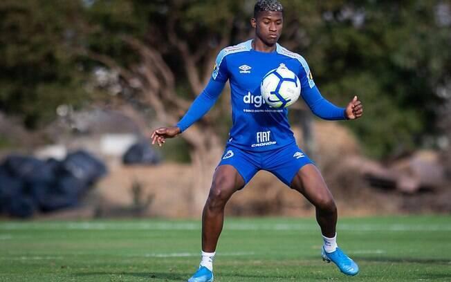 Lateral Orejuela foi sondado pelo Palmeiras e time mineiro pode emprestá-lo nesta temporada