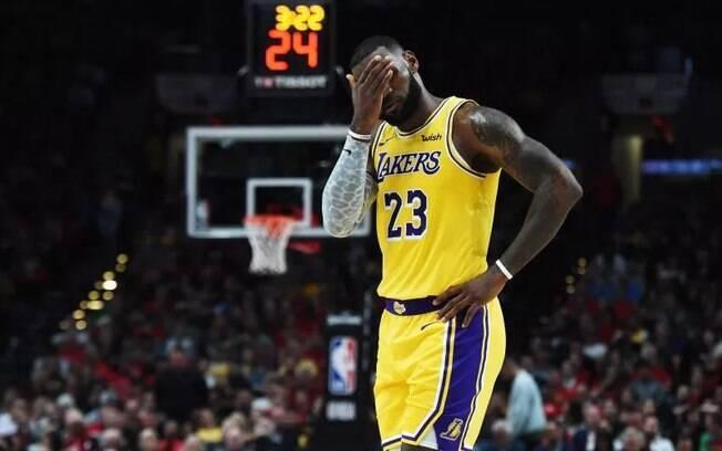 Erro de LeBron James custou vitória do Los Angeles Lakers na NBA; já são três derrotas em três jogos