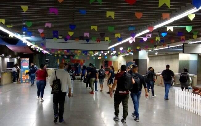 Estação da República realiza festa junina para divertir aos passageiros