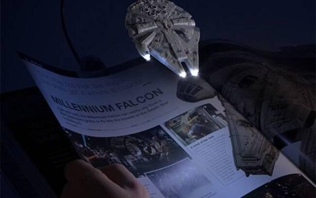 No Dia do Universo Geek, sua leitura noturna pode ficar muito mais prazerosa com as book lights de Star Wars