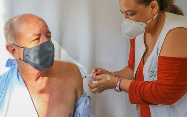 Americana adota termo de desistência para moradores que escolherem vacina