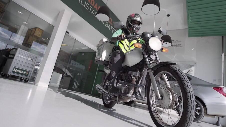 Manutenção com bateria da moto exige mais cuidados no inverno, pois exige mais do sistemas de partida elétrica