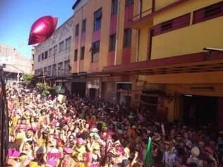 Bloco arrasta multidão pela Guaicurus