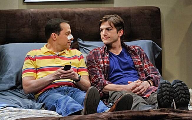Ashton Kutcher e Jon Cryer: os dois atores mais bem pagos da TV no último ano
