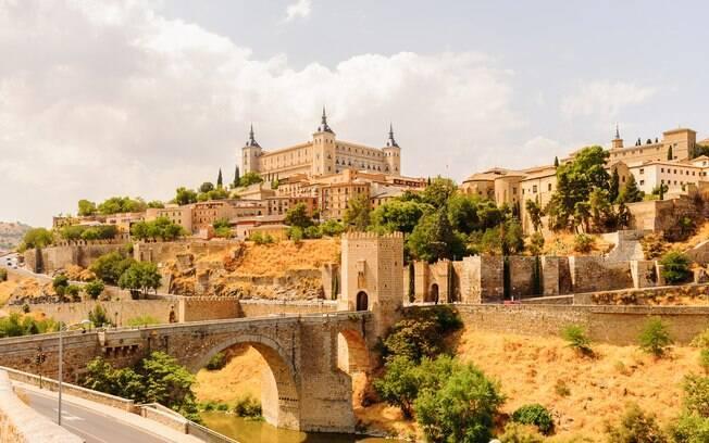 As construções medievais de Toledo encantam os turistas