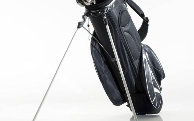 Uma bolsa para tacos de golfe custa cerca de  R$ 1000 reais