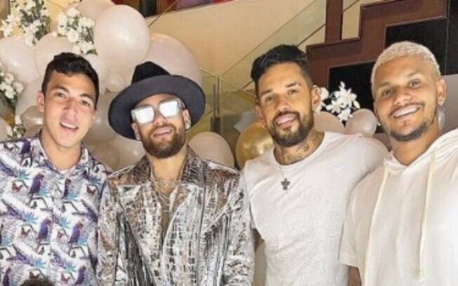Neymar passou o Réveillon ao lado dos