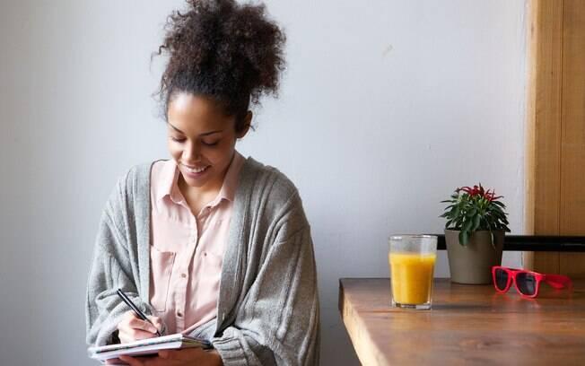 Como desenvolver o autoconhecimento? Escreva! Ter um diário é uma das melhores formas de fazer uma autoanalise