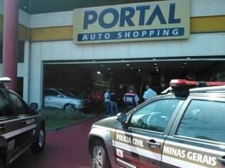 Operação da Polícia Civil teve início ainda na manhã desta terça-feira (23)