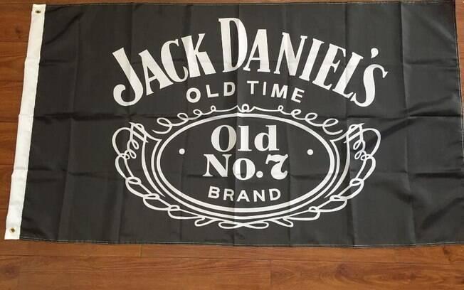 Os vizinhos de um suíço confundiram a bandeira do Estado Islâmico com o logo da Jack Daniel's