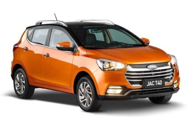 O JAC T40 irá brigar com hatches aventureiros e SUVs de entrada como Renault Duster, por cerca de R$ 60 mil