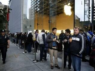 Fila em frente à principal loja da Apple em Nova York para comprar o iPhone 5