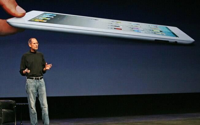 Steve Jobs apareceu magro e abatido para apresentar iPad 2 em março de 2011