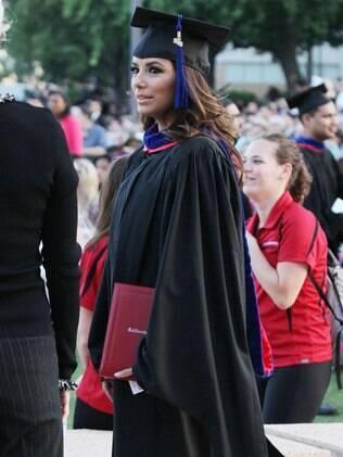 Eva Longoria se formou no curso de mestrado em 'questões latinas e chicanas' pela Universidade da Califórnia