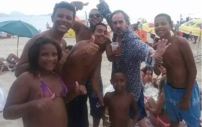 Os gringos vem ao Brasil e fazem todos os tipos de programa. Não deixe de conferir