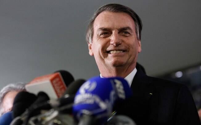 Bolsonaro falou com a imprensa após entregar projeto de lei que altera, entre outras coisas, limite de pontos na CNH