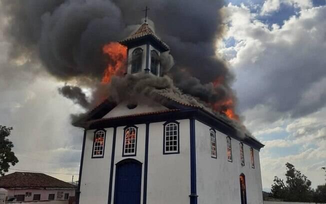 Capela histórica destruída por incêndio em Diamantina passará por perícia neste sábado