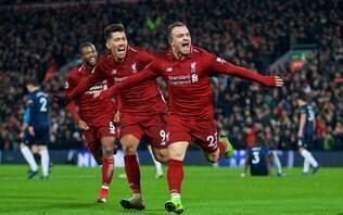 Shaqiri marca duas vezes, Liverpool vence United e segue na liderança do Inglês