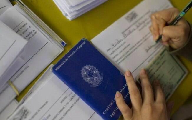 Desemprego atinge recorde e afeta 13,8 milhões de brasileiros em agosto, diz IBGE