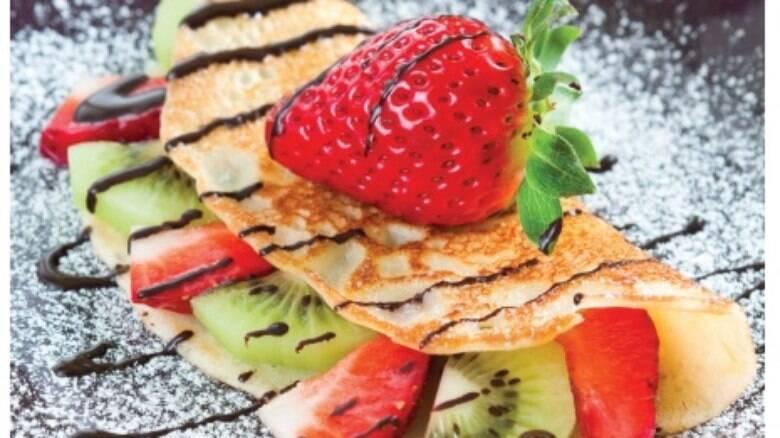 Refrescante, panqueca de doce de frutas é boa pedida para o verão