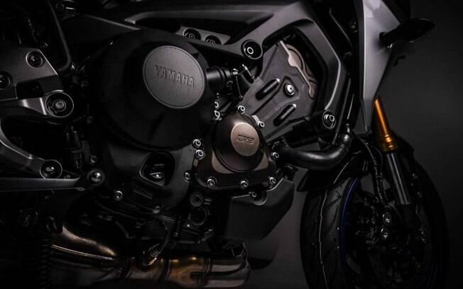 Conjunto mecânico é o mesmo da naked MT-09, conhecido pelas boas respostas e fôlego que sustenta em alta