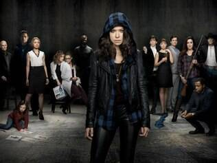 Tatiana Maslany encarna Sarah Manning e seus seis clones: Alison, Beth, Cosima, Katja, Helena e Rachel