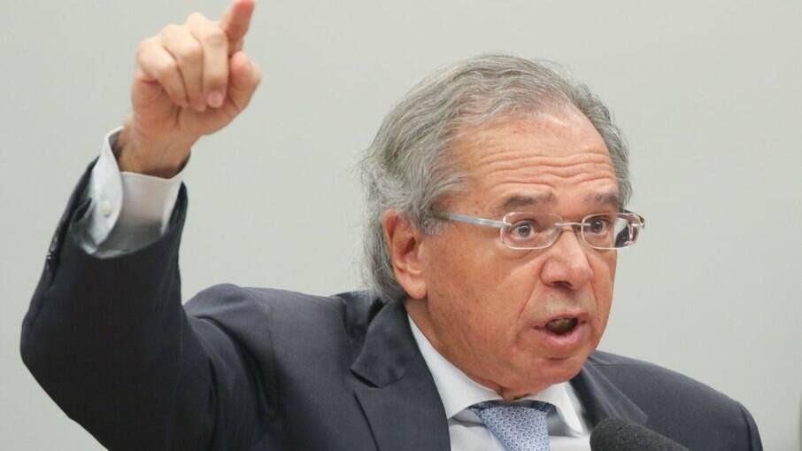 Sem apoio do Congresso, Guedes está cada vez mais ameaçado no Ministério da Economia