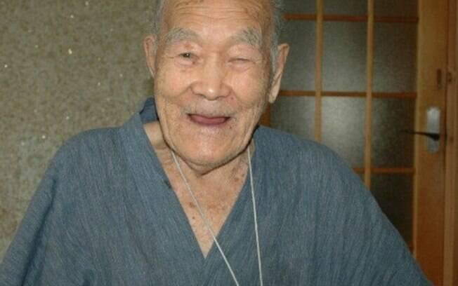 Considerado o homem mais velho do mundo, o japonês Masazo Nonaka morreu neste domingo (20)