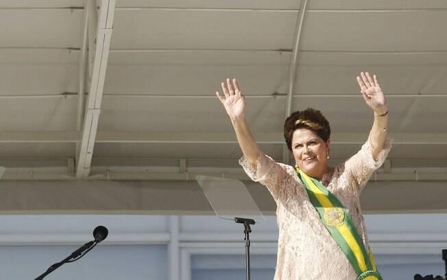 Já com a faixa presidencial, Dilma discursa no parlatório