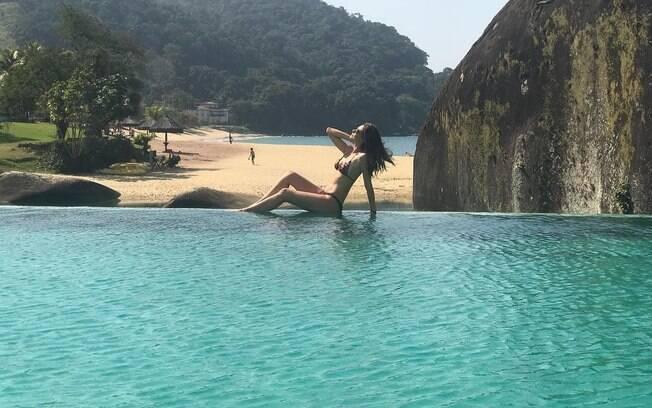 A apresentadora Maria Fernanda Cândido está aproveitando os últimos dias de férias em Angra dos Reis, com sua família