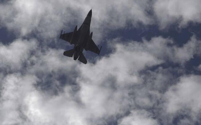 Jato do exército do país durante série de bombardeios contra o Estado Islâmico, nesta quinta-feira