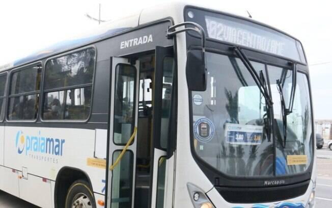 Empresa obrigava passageiros idosos tirarem a máscara para passar no ônibus