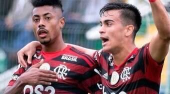 Bruno Henrique celebra renovação com Flamengo