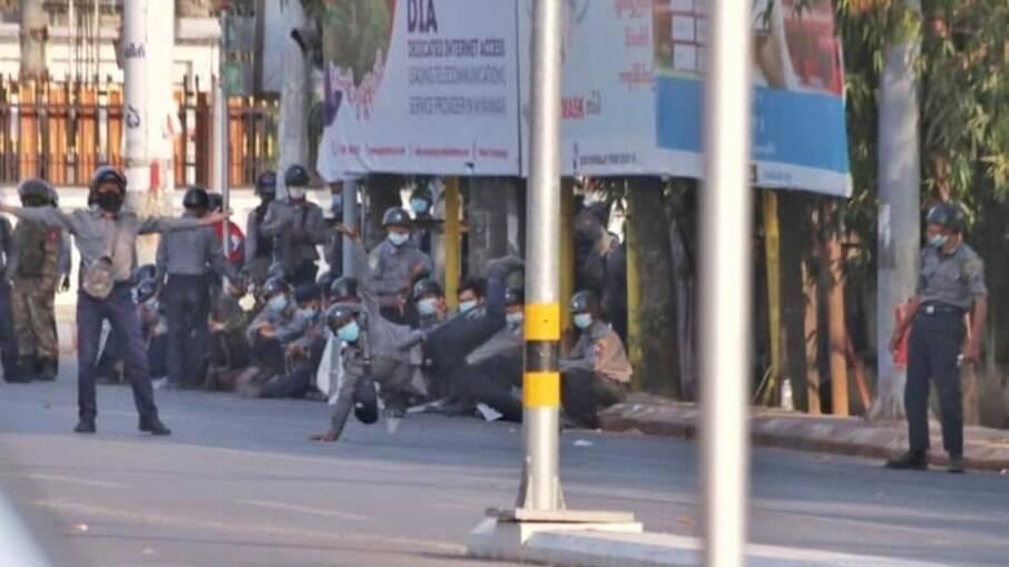 Protestos vêm se espalhando desde que militares tomaram o poder e prenderam a cúpula do governo