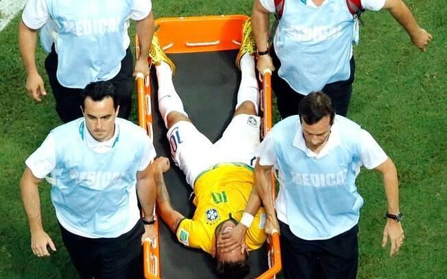 Neymar deixou os gramados da Arena Castelão após ser atingido por Juan Camilo Zúñiga