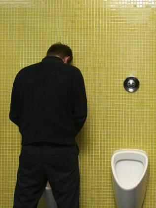 Na Alemanha, muitos homens urinam sentados