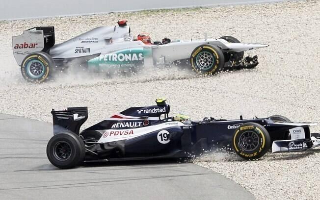 Na atual temporada, Schumacher se envolveu em diversos acidentes. Entre eles, com o brasileiro Bruno Senna. Foto: Reuters