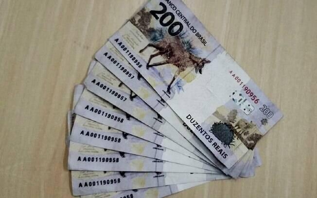 Notas falsas de R$ 200 foram usadas para comprar refletores