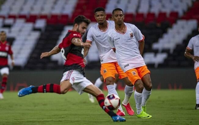 Torcedores do Rio ficam sem assistir estreia do Flamengo no Carioca por problema em sinal da Record
