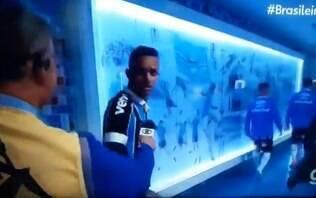 """Após vitória do Grêmio, Luan se irrita com repórter: """"adoram tumulto"""""""