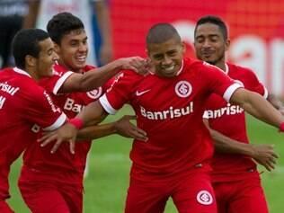 Taiberson comemora o gol marcado na 12ª rodada do Gauchão